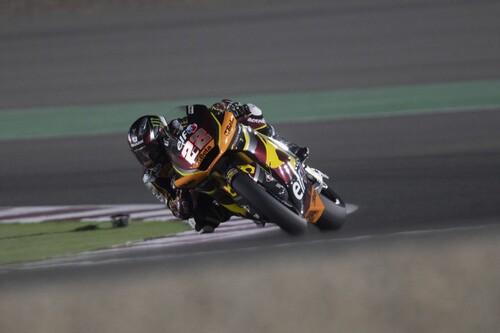 Sam Lowes le gana el duelo a Remy Gardner en Doha mientras que Raúl Fernández logra su primer podio