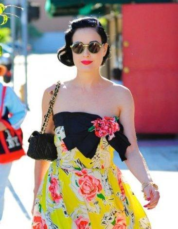 Dita Von Teese y sus beauty items