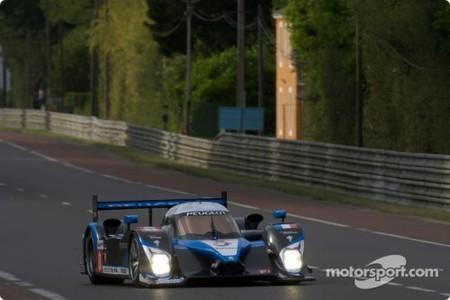 Peugeot pole y con cuatro 908 delante para la salida de Le Mans