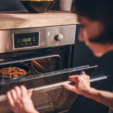 34 recetas fáciles pero resultonas para hacer la comida al horno sin manchar casi nada