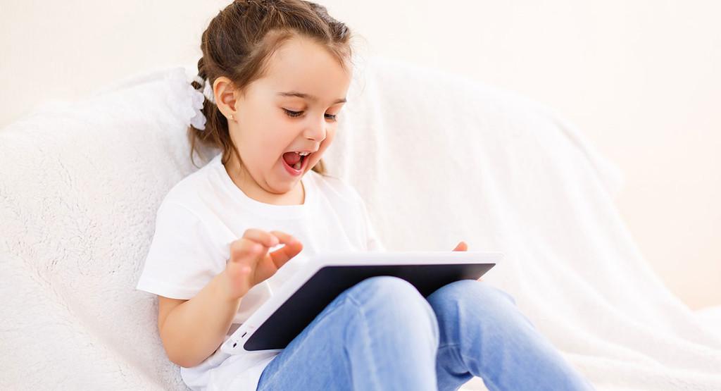 Cómo preparar una tablet para que la usen niños: restricciones, límites y atención parental