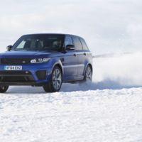 Video: Range Rover SVR muestra su capacidad sobre una pista helada