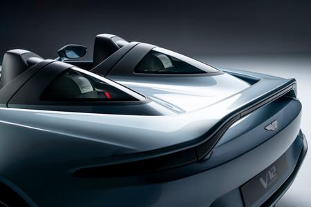 Aston Martin V12 Speedster trasera