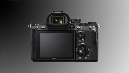 Nueva actualización de firmware (3.10) para las Sony A7 III y A7 RIII para mejorar el sistema de flashes de la marca