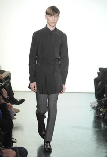 Yves Saint Laurent, Otoño-Invierno 2010/2011 en la Semana de la Moda de París. Mujer