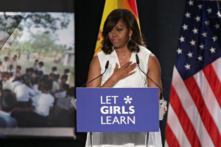 Michelle Obama prepara su libro de memorias y nos deleita con adorables fotografías suyas del pasado