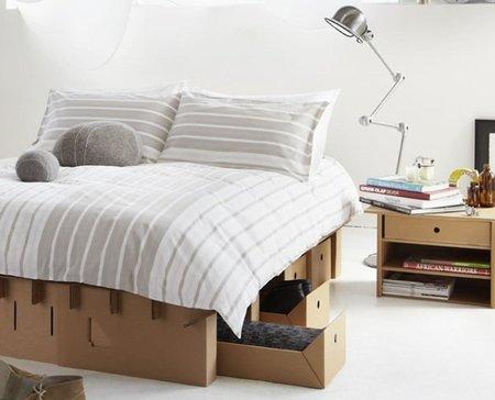 Una cama de cartón