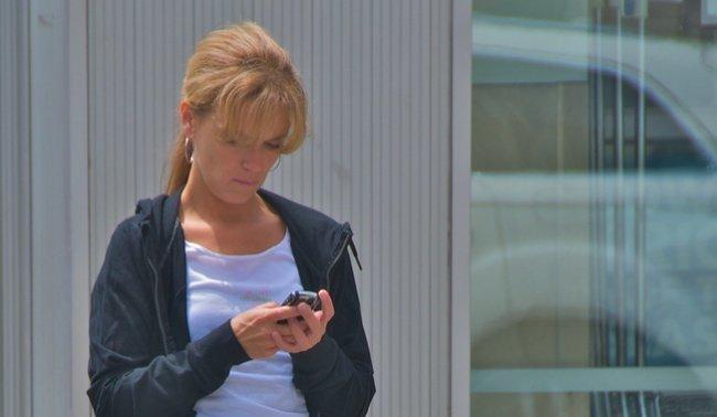 mujer movil texto sms mensajes