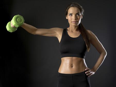 Guía para principiantes (VI): Elevaciones laterales de brazos con mancuernas
