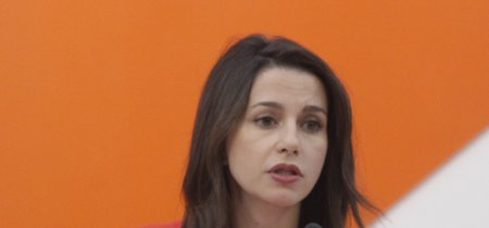 El actor que no amaba a las mujeres: los insultos de Toni Albà a Inés Arrimadas indignan en la campaña catalana