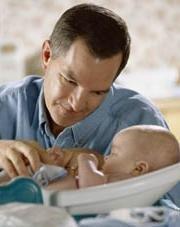 El permiso de paternidad será de 15 días y se ampliará a 4 semanas durante los próximos 8 años