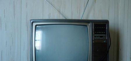 Comer viendo la televisión no es buena idea (si quieres mantener la línea)