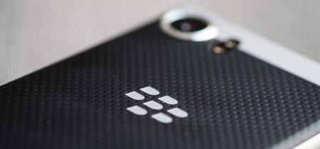 BlackBerry denuncia a Facebook: la notificación de mensajes no leídos que usa WhatsApp está patentada por ellos