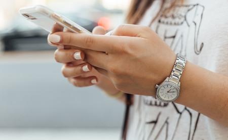 Adiós a mirar Instagram en clase: Francia acaba de prohibir el smartphone en los colegios