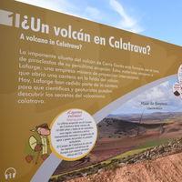 Un paseo por el único volcán-museo de la península ibérica: el volcán de Cerro Gordo (Ciudad Real)
