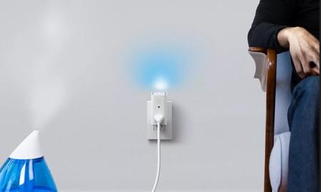 El nuevo enchufe inteligente de Awair integra además sensores para medir la calidad del aire y luz ambiental