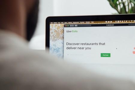 Un usuario realiza un pedido de comida a domicilio