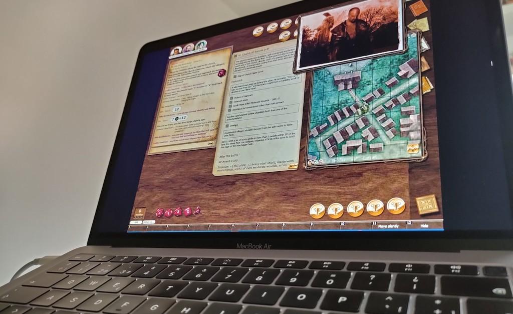 Papel, lápiz y una app de mensajería: esto es todo lo que necesitas para jugar a 'Dungeons & Dragons' y otros juegos de rol