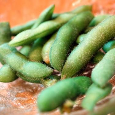 Razones saludables por las cuáles deberías consumir más edamames (especialmente si son mexicanos)