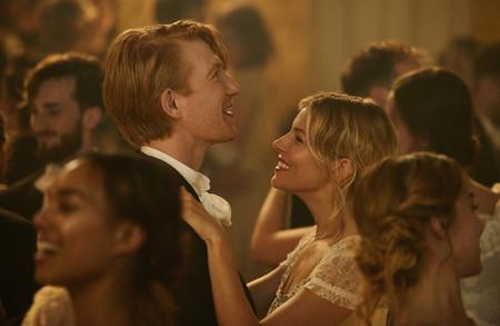 Sienna Miller y Domhnall Gleeson protagonizan un anuncio de Burberry muy cinematográfico