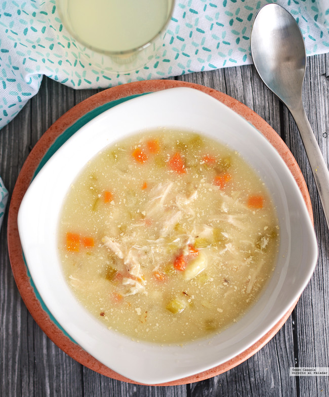 Sopa de pollo con dumplings. Receta en olla de cocción lenta