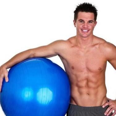 Cinco ejercicios con fitball para trabajar intensamente tu zona media y otros músculos del cuerpo