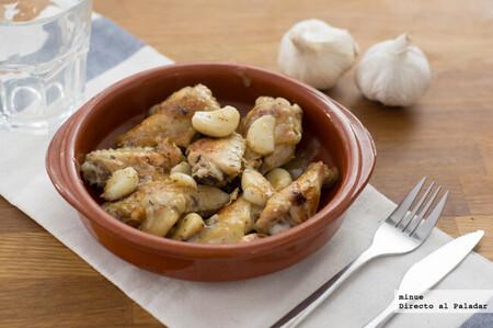 Pollo en salsa a los 40 dientes de ajo