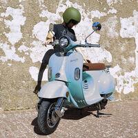 Este scooter eléctrico español tiene 100 km de autonomía y es válido para el carnet AM, por un precio muy competitivo de 2.995 euros