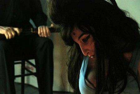 Exhiben la figura de Amy Winehouse asesinada