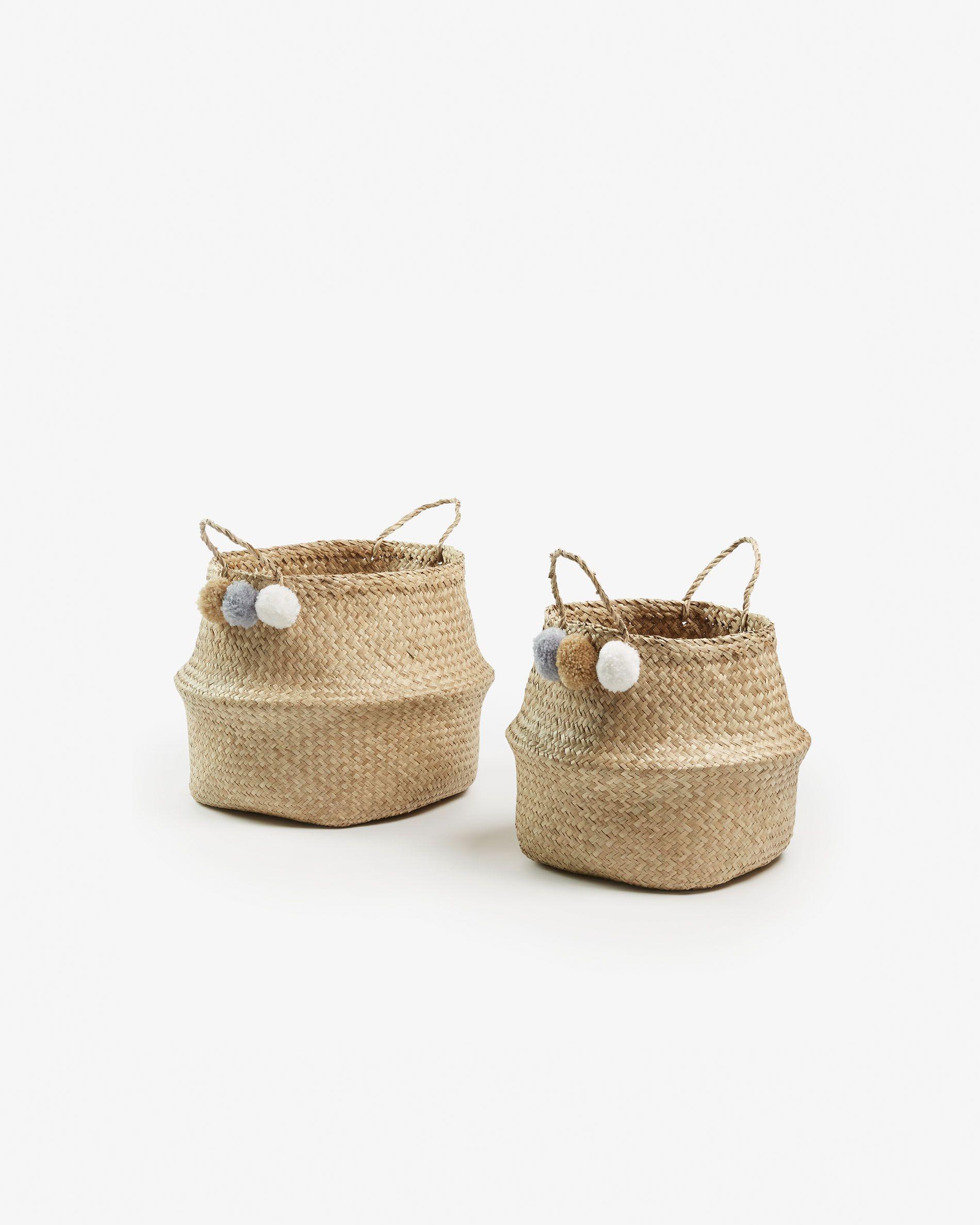 Set de 2 cestas en fibra vegetal natural con pompones.