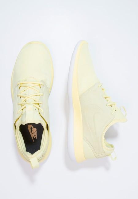 sale retailer a1a60 bf331 Zapatillas Nike Roshe Two BR rebajadas de 109,95 euros a sólo 43,95 euros y  los gastos de envío gratuitos