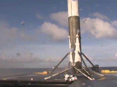 SpaceX aterriza su cohete Falcon 9 en la plataforma sobre el mar por tercera vez consecutiva