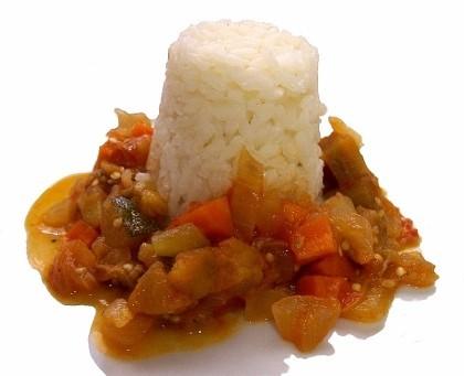 Pisto de verduras con arroz blanco