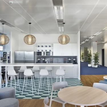 Espacios para trabajar: Perrigo, un proyecto de oficinas saludables