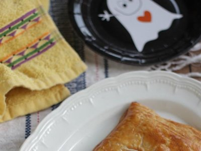 Empanada zombie con gusanos. Receta de Halloween