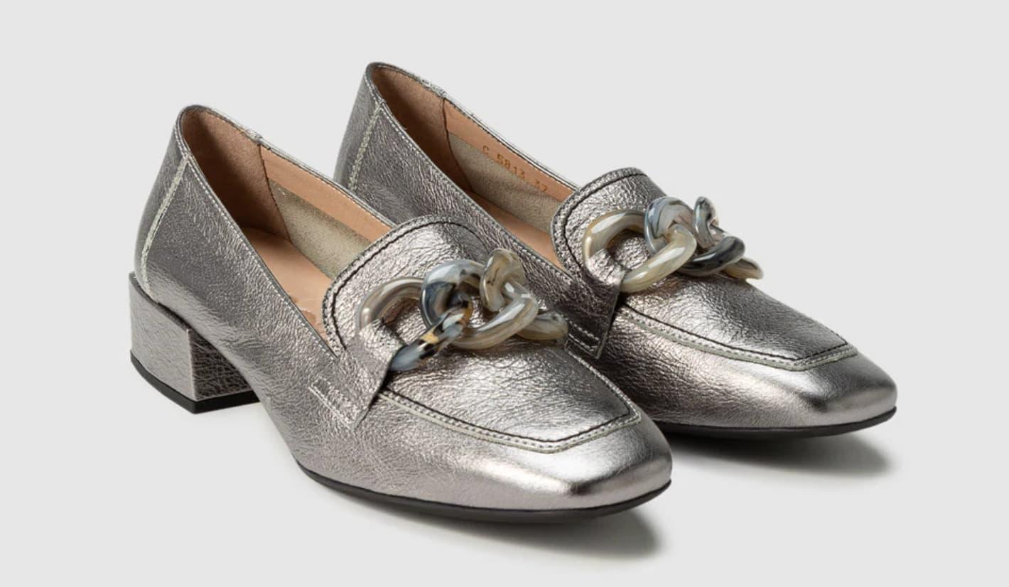 Mocasines de mujer Wonders de piel metalizada en color gris plomo