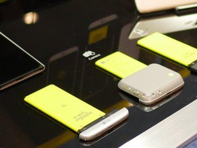 LG Cam Plus Grip: así es como el LG G5 llega a 4000 mAh y añade manejo físico de la cámara