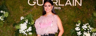 Blanca Suárez deslumbra con un top de plumas rosa que tiene la espalda más bonita y original