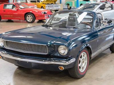 Cuando un Mazda MX-5 de 1997 se convierte en un Ford Mustang de 1965