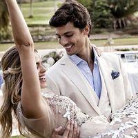 Miriam Pérez y Javier de Miguel ya son marido y mujer. Así han sido los tres vestidos de novia de la bloguera