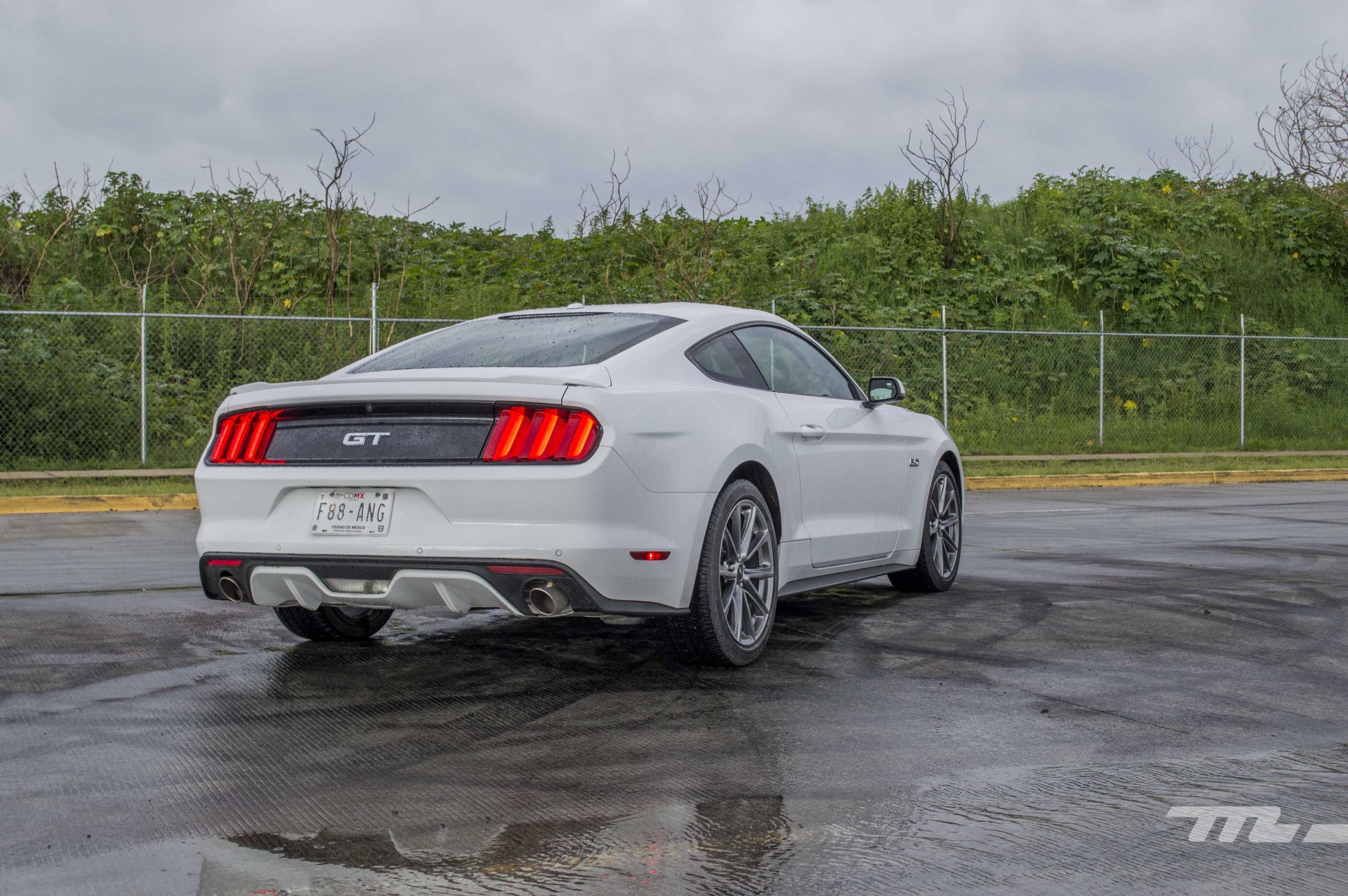 Foto de Ford Mustang GT V8 (5/22)