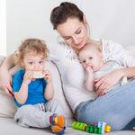 Las madres estadounidenses retrasan más su maternidad, pero también tienen más hijos