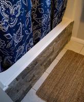 ¿Buena o mala idea? Revestir la bañera con piedra falsa