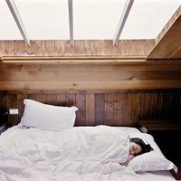 Oscuridad absoluta y ausencia de ruidos: los dos elementos imprescindibles para dormir