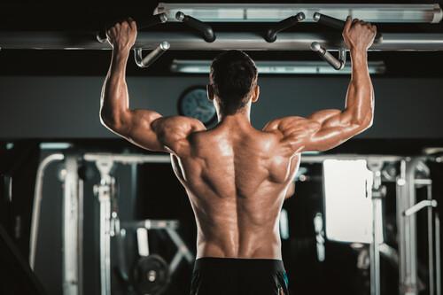 Entrena todo tu cuerpo en tiempo récord con estos siete movimientos compuestos