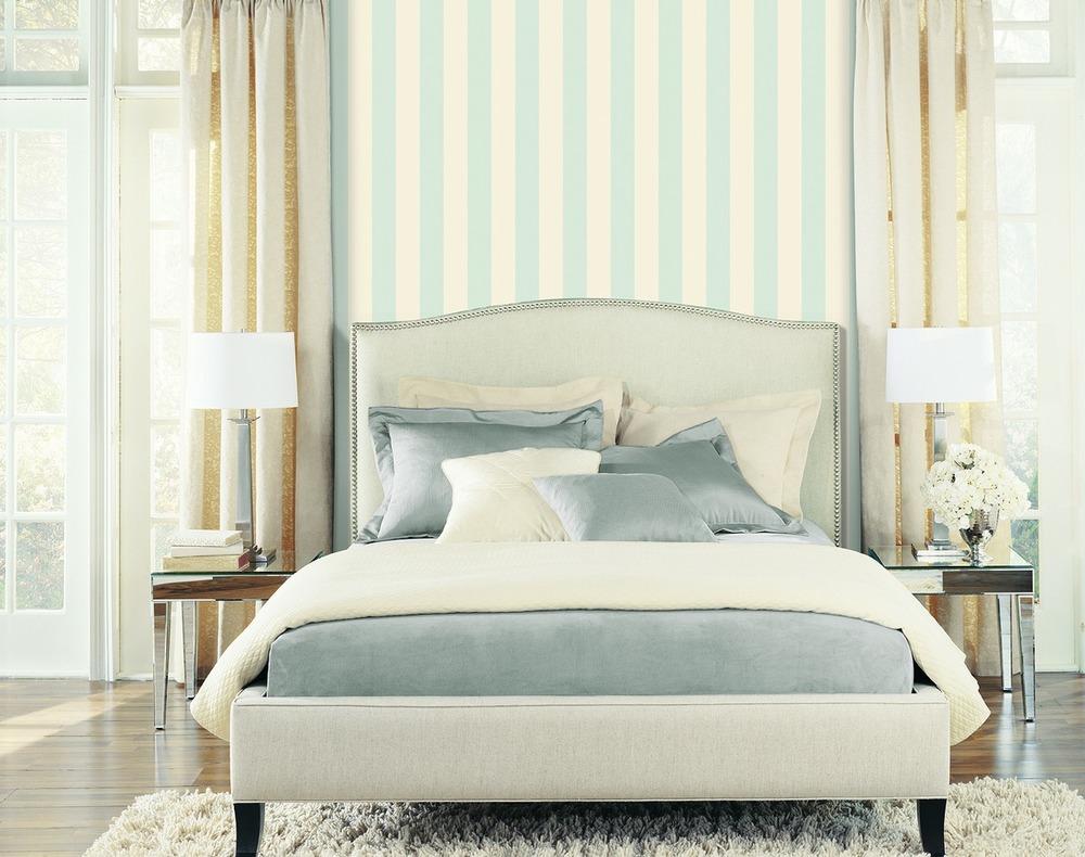 tonos pastel rayas y floral print entre las tendencias para empapelar paredes esta temporada