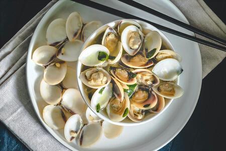 Cómo limpiar y conservar las almejas y otros moluscos bivalvos para su uso en la cocina: el remojo no es buena idea