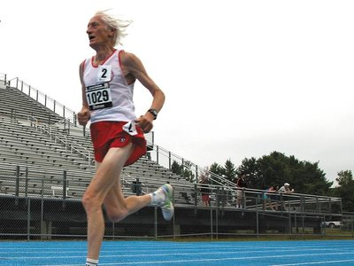 Homenaje a la leyenda maratoniana Ed Whitlock