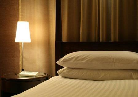 ¿Lisa o ajustable? Legisladores y hoteleros de California se pelean por las sábanas de hotel