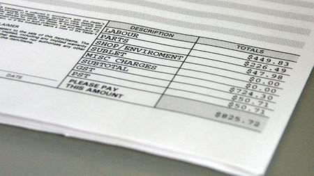 Según un informe de Consumo, cobrar por la factura en papel es una práctica abusiva